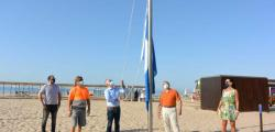 The blue flags are already flying on the beaches of Salou