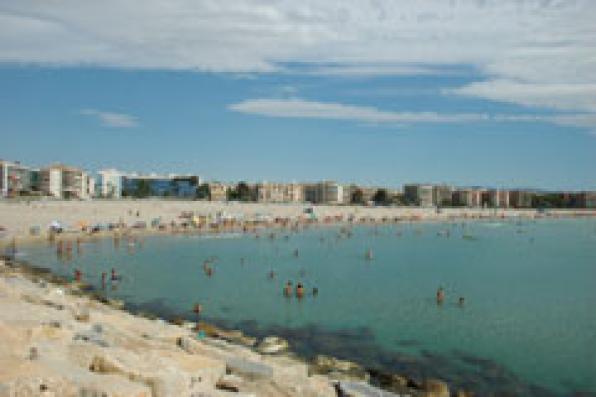 Universal holiday centre alquiler de apartamentos en la pineda playa - Alquiler de apartamentos en playa ...
